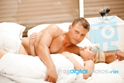 couple-lying-in-bed-together-10090885