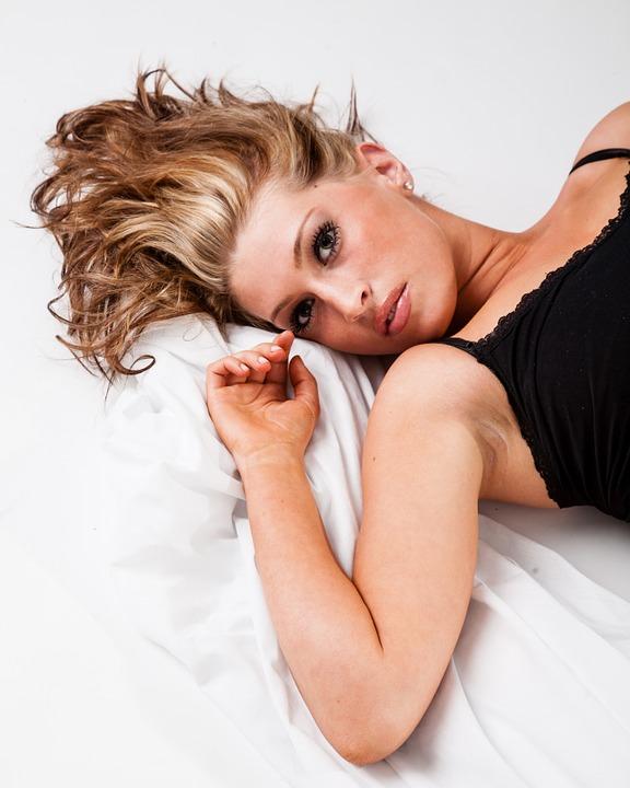 Pixabay blonde in bed -873769_960_720