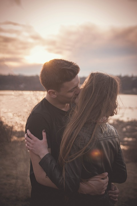 5 Things Women Should Do to Keep Their Man Interested LongTerm